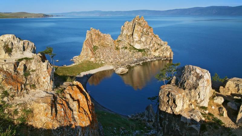 Dreamstime - lac Baïkal - ile d'Olkhon - Rocher des chamans (3)